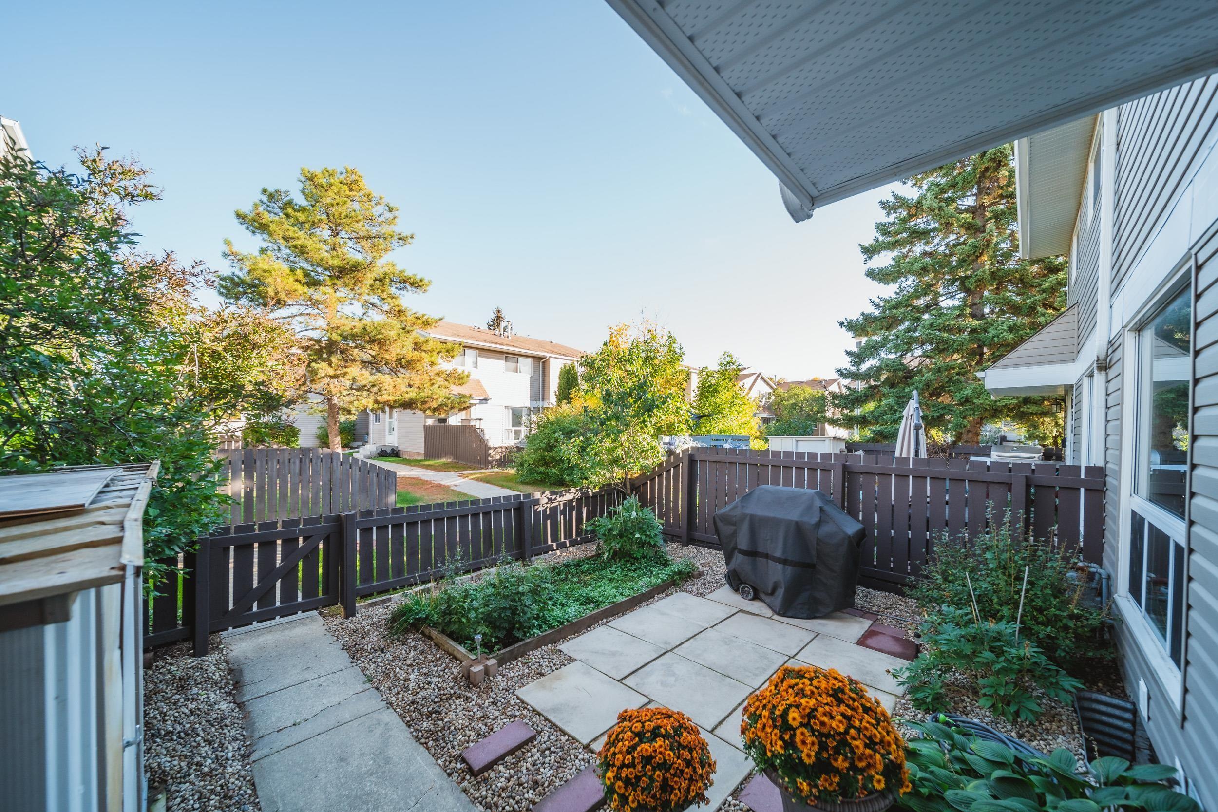 Main Photo: 15105 54 Street in Edmonton: Zone 02 Townhouse for sale : MLS®# E4264323