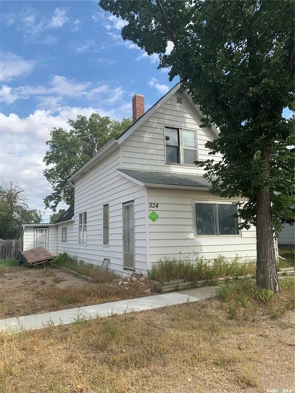 Main Photo: 324 Queen Street in Imperial: Residential for sale : MLS®# SK863198