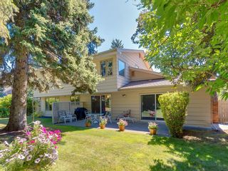 Photo 5: 56 BAY VIEW Drive SW in Calgary: Bayview House for sale : MLS®# C4136021