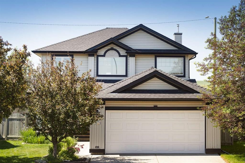 Main Photo: 127 Fairways Drive NW: Airdrie Detached for sale : MLS®# A1123412