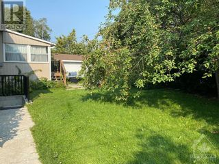 Photo 3: 102 STARWOOD ROAD UNIT#A in Ottawa: House for rent