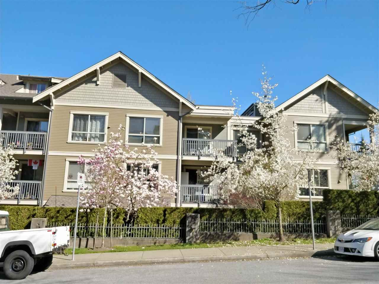 Main Photo: 208 3895 SANDELL Street in Burnaby: Central Park BS Condo for sale (Burnaby South)  : MLS®# R2452076
