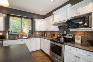 """Photo 5: 15555 ROSEMARY HEIGHTS Crescent in Surrey: Morgan Creek House for sale in """"MORGAN CREEK"""" (South Surrey White Rock)  : MLS®# R2480993"""