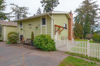 Photo 3: 6321 Clear View Rd in : CS Martindale House for sale (Central Saanich)  : MLS®# 870627