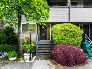 """Photo 1: 1285 EMERY Place in North Vancouver: Lynn Valley Townhouse for sale in """"YORKWOOD PARK"""" : MLS®# R2583782"""