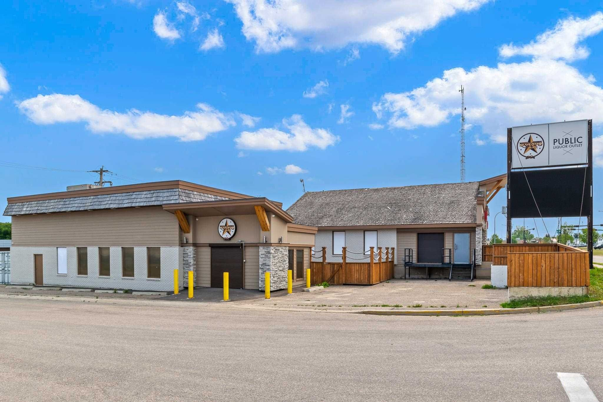 Main Photo: 5231 55 Street: Cold Lake Business with Property for sale : MLS®# E4257828
