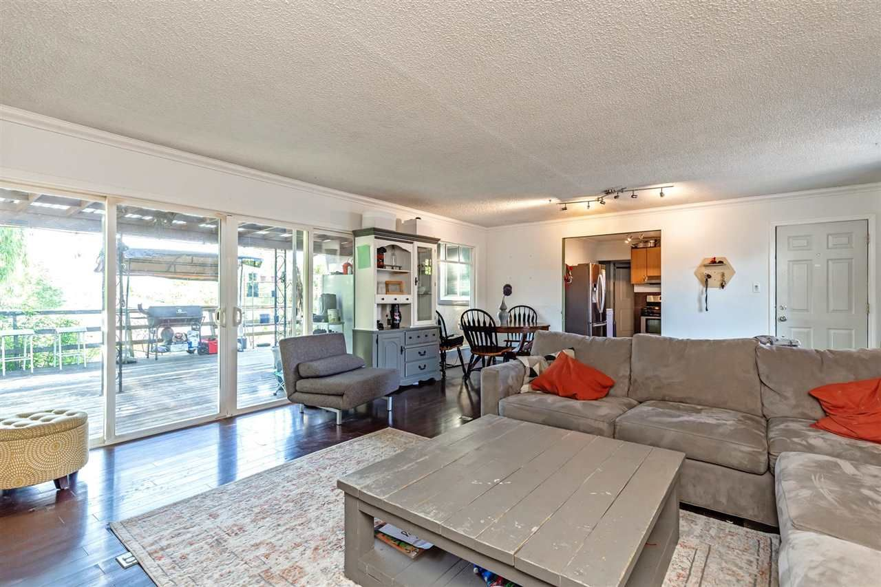 Photo 3: Photos: 8042 CEDAR Street in Mission: Mission BC House for sale : MLS®# R2579765