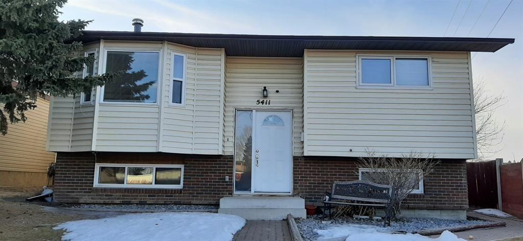 Main Photo: 5411 54 Street NE in Calgary: Falconridge Detached for sale : MLS®# A1071559