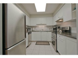 """Photo 7: 104 15111 RUSSELL Avenue: White Rock Condo for sale in """"Pacific Terrace"""" (South Surrey White Rock)  : MLS®# F1411286"""