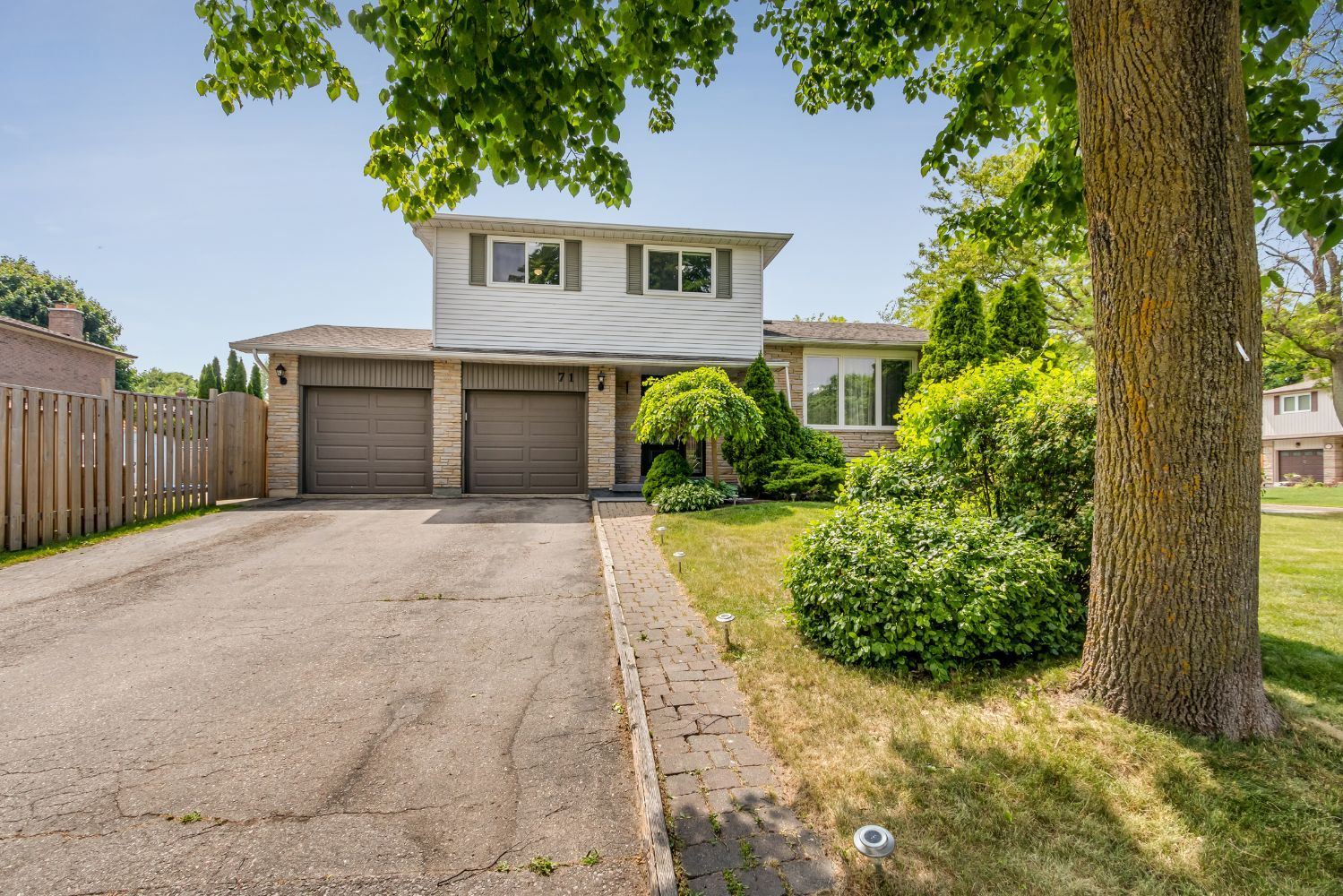 Main Photo: 71 Grath Cres in Whitby: Freehold for sale : MLS®# E4790699
