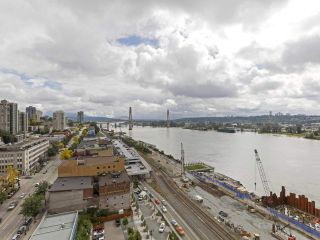"Photo 11: 1908 668 COLUMBIA Street in New Westminster: Quay Condo for sale in ""Trapp & Holbrook"" : MLS®# R2378796"