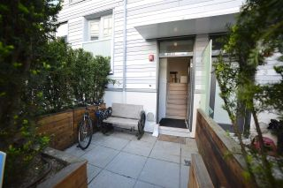 """Photo 2: 2 1411 E 1ST Avenue in Vancouver: Grandview VE Townhouse for sale in """"GRANDVIEW CASCADES"""" (Vancouver East)  : MLS®# R2168722"""
