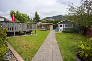 Photo 17: 41828 BIRKEN Road in Squamish: Brackendale House for sale : MLS®# R2128557