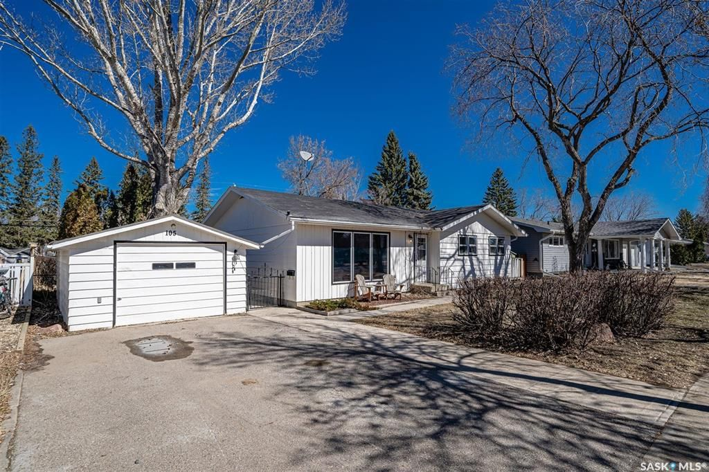 Photo 2: Photos: 105 2nd Street East in Langham: Residential for sale : MLS®# SK849707