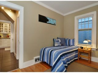 """Photo 9: 561 W 20TH Avenue in Vancouver: Cambie House for sale in """"DOUGLAS PARK"""" (Vancouver West)  : MLS®# V1093678"""