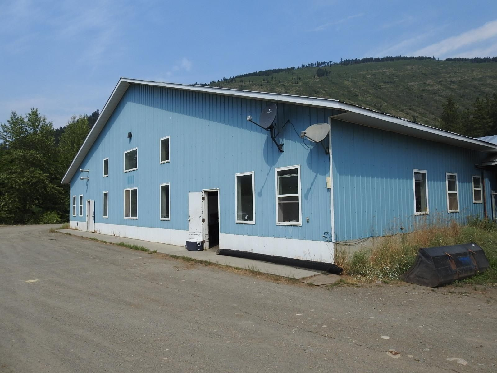 Main Photo: 4147 97 Highway, in Falkland: Agriculture for sale : MLS®# 10236595