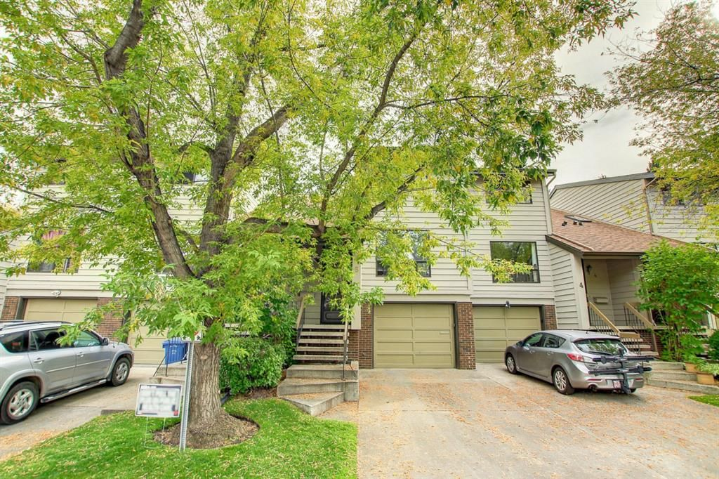Main Photo: 5 3302 50 Street NW in Calgary: Varsity Row/Townhouse for sale : MLS®# A1147127
