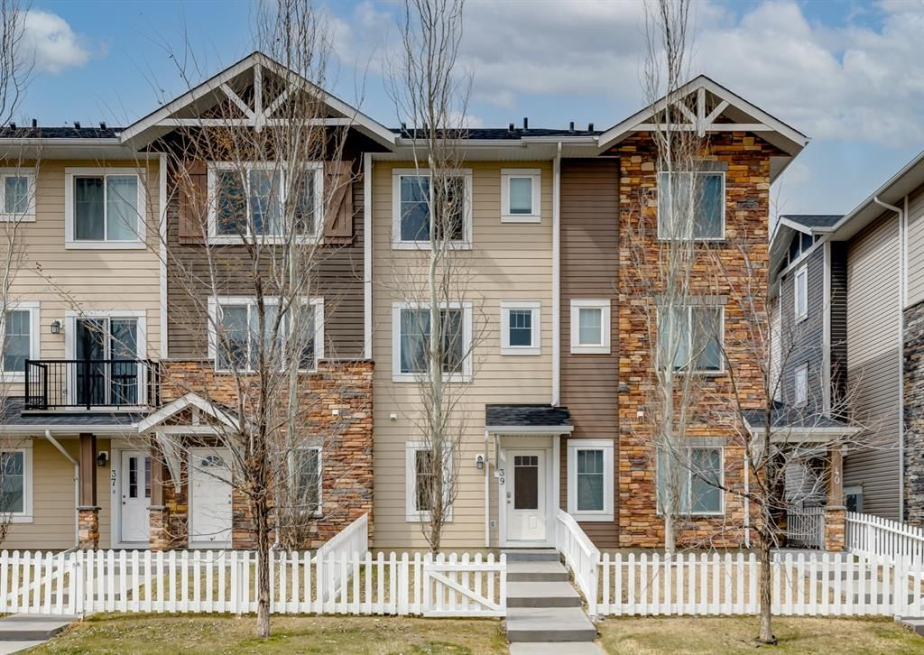 Main Photo: 39 300 Marina Drive: Chestermere Row/Townhouse for sale : MLS®# A1097660