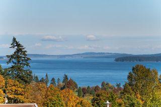 Photo 5: 102 758 Sayward Hill Terr in : SE Cordova Bay Condo for sale (Saanich East)  : MLS®# 862858