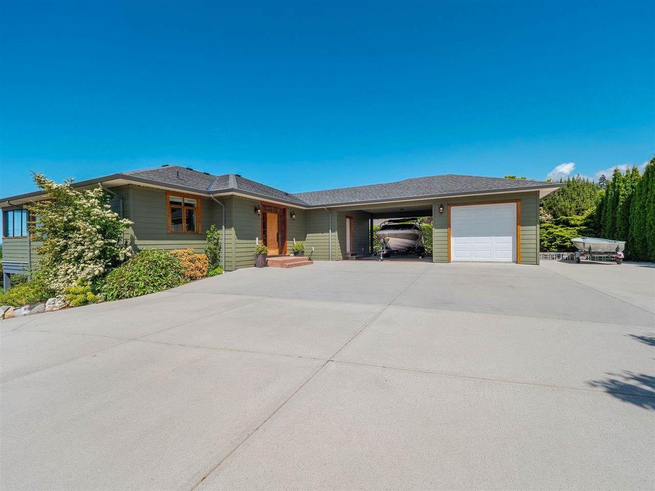 Main Photo: 4980 LAUREL Avenue in Sechelt: Sechelt District House for sale (Sunshine Coast)  : MLS®# R2589236