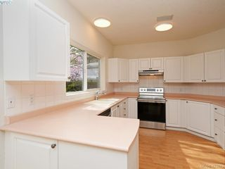 Photo 7: 12 1063 Valewood Trail in VICTORIA: SE Broadmead Row/Townhouse for sale (Saanich East)  : MLS®# 837183