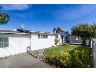 Photo 2: 13335 80 Avenue in Surrey: Queen Mary Park Surrey House for sale : MLS®# R2165101