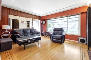 "Photo 3: 4949 FULWELL Street in Burnaby: Greentree Village House for sale in ""Greentree Village"" (Burnaby South)  : MLS®# R2496221"