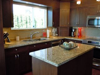 "Photo 10: 15367 Buena Vista Avenue Avenue in White Rock: Condo for sale in ""The ""PALMS"""""