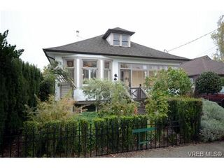 Photo 1: 214 Ontario St in VICTORIA: Vi James Bay House for sale (Victoria)  : MLS®# 715032