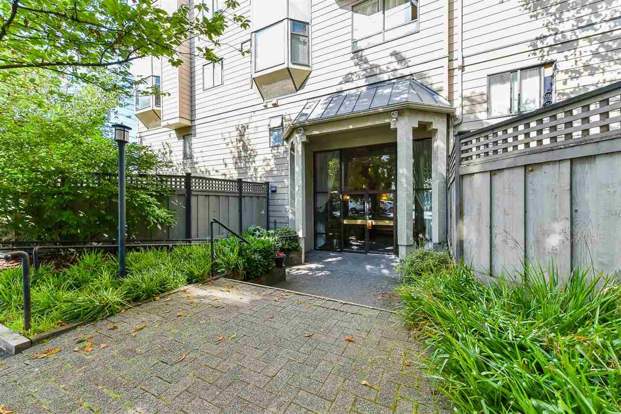 Main Photo: 407 777 EIGHTH STREET in New Westminster: Uptown NW Condo for sale : MLS®# R2479408