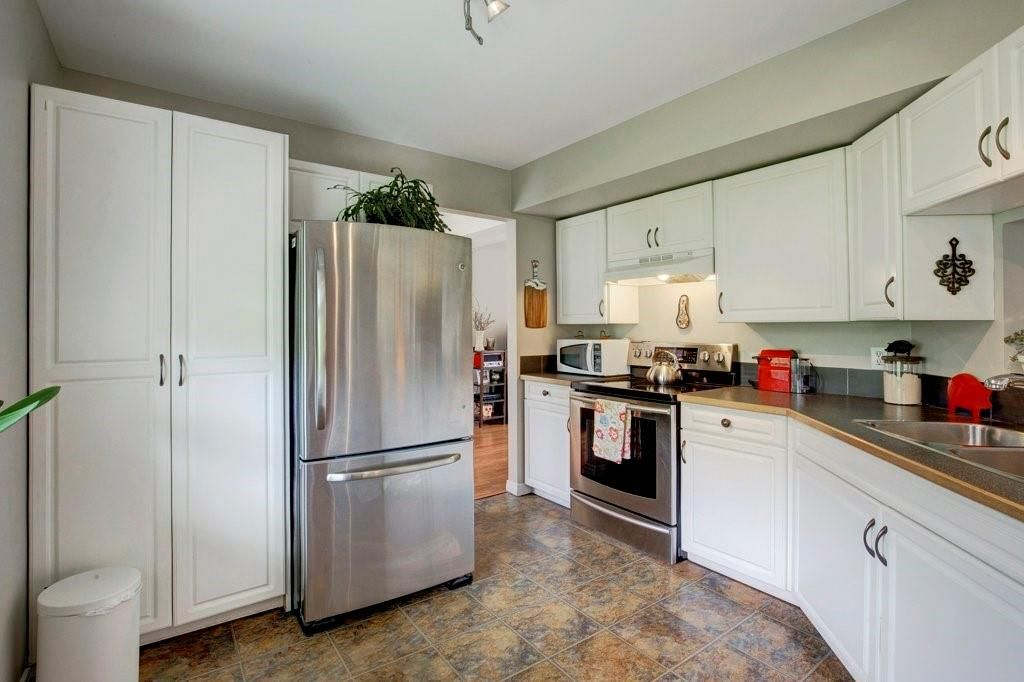 Photo 8: Photos: 615 Merrill Drive NE in Calgary: Winston Heights/Mountview Row/Townhouse for sale : MLS®# C4301720