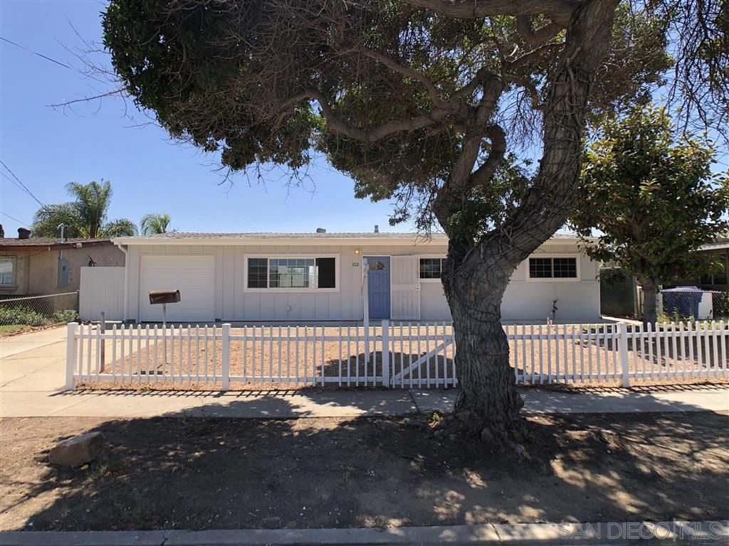 Main Photo: CHULA VISTA House for sale : 3 bedrooms : 152 E Paisley St
