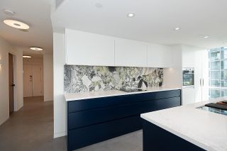 """Photo 12: 1602 1077 MARINASIDE Crescent in Vancouver: Yaletown Condo for sale in """"Marinaside Resort Residences"""" (Vancouver West)  : MLS®# R2592823"""