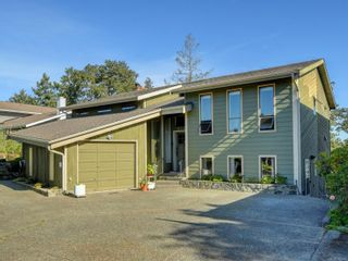 Photo 2: 4113 Mariposa Hts in : SW Strawberry Vale House for sale (Saanich West)  : MLS®# 854101