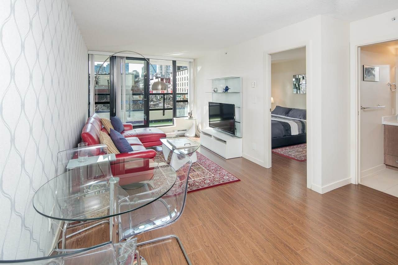 LARGE 625 sqft 1 bedroom with DEN unit with parking & locker, in Yaletowns High-Tech district. Pets/Rentals allowed