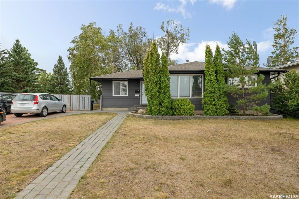 Main Photo: 2610 14th Street East in Saskatoon: Greystone Heights Residential for sale : MLS®# SK870086