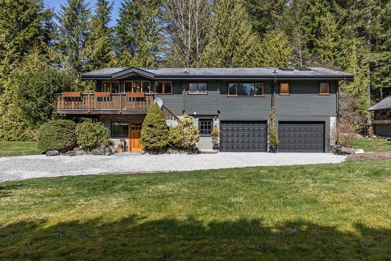 FEATURED LISTING: 2040 MIDNIGHT Way Squamish