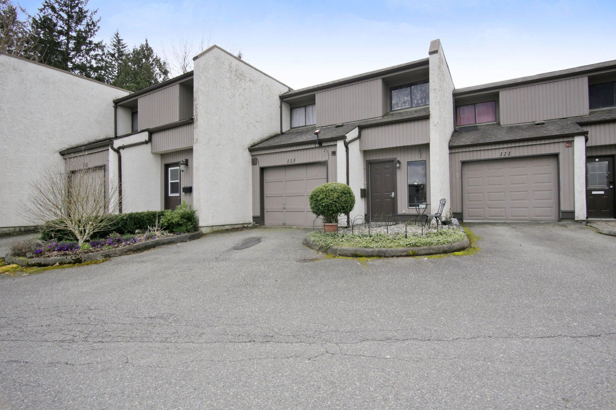 "Main Photo: 113 3455 WRIGHT Street in Abbotsford: Matsqui Townhouse for sale in ""Laburbum Mews"" : MLS®# R2251975"
