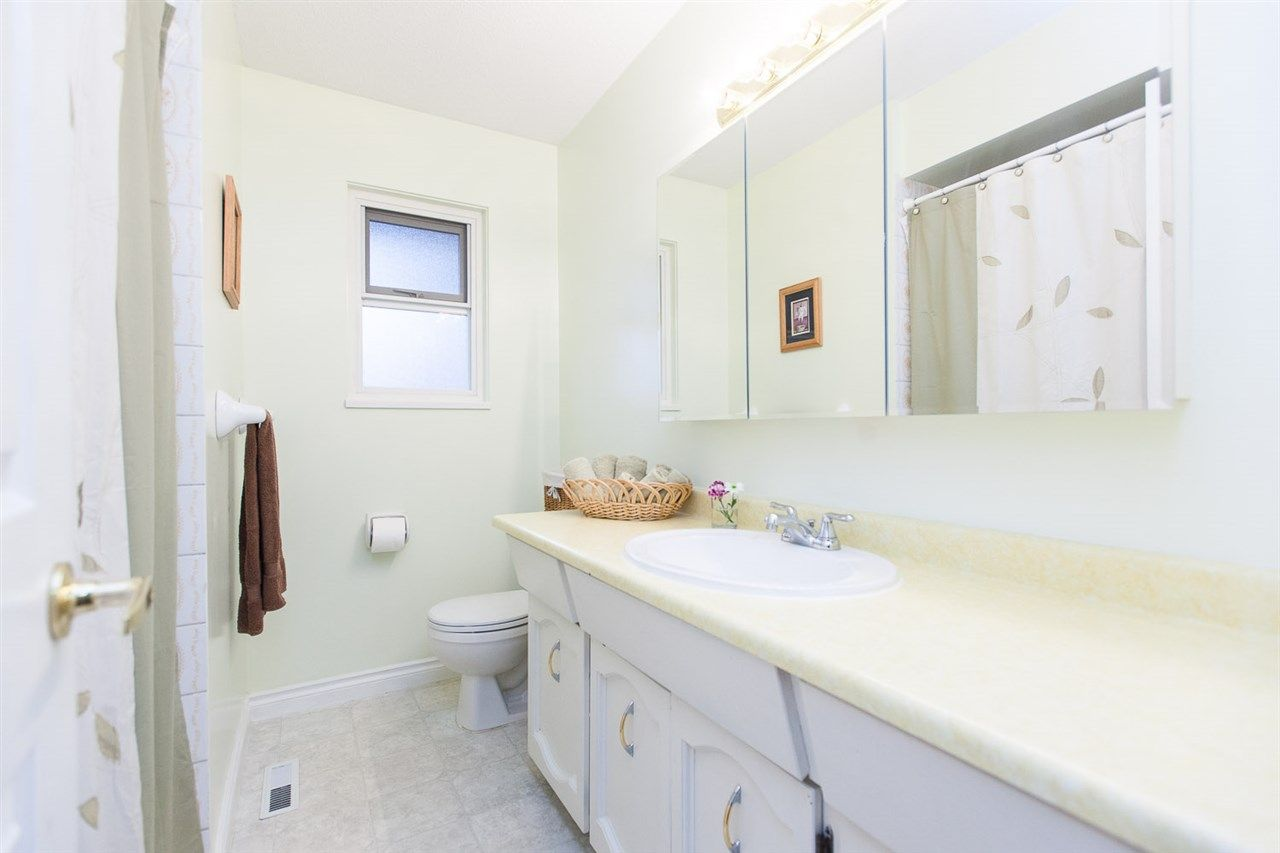 Photo 11: Photos: 8560 ARPE Crescent in Delta: Nordel House for sale (N. Delta)  : MLS®# R2027555