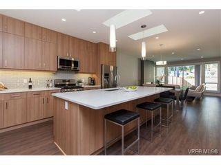 Photo 9: 221 Bellamy Link in VICTORIA: La Thetis Heights Half Duplex for sale (Langford)  : MLS®# 753483