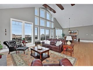 Photo 3: 18 DISCOVERY VISTA Point(e) SW in Calgary: Discovery Ridge House for sale : MLS®# C4018901