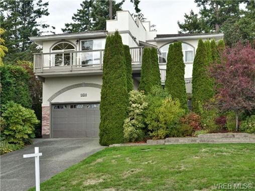 Main Photo: 2324 Evelyn Hts in VICTORIA: VR Hospital House for sale (View Royal)  : MLS®# 713463