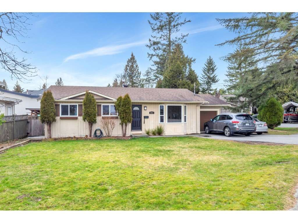 Main Photo: 2851 OLD CLAYBURN Road in Abbotsford: Central Abbotsford House for sale : MLS®# R2543347