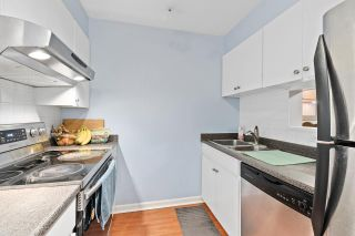 "Photo 3: 915 BRITTON Drive in Port Moody: North Shore Pt Moody Townhouse for sale in ""WOODSIDE VILLAGE"" : MLS®# R2554809"