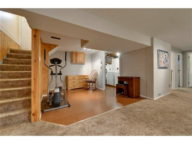 Photo 17: Photos: 3235 BEARSPAW Drive NW in Calgary: Brentwood House for sale : MLS®# C4053650