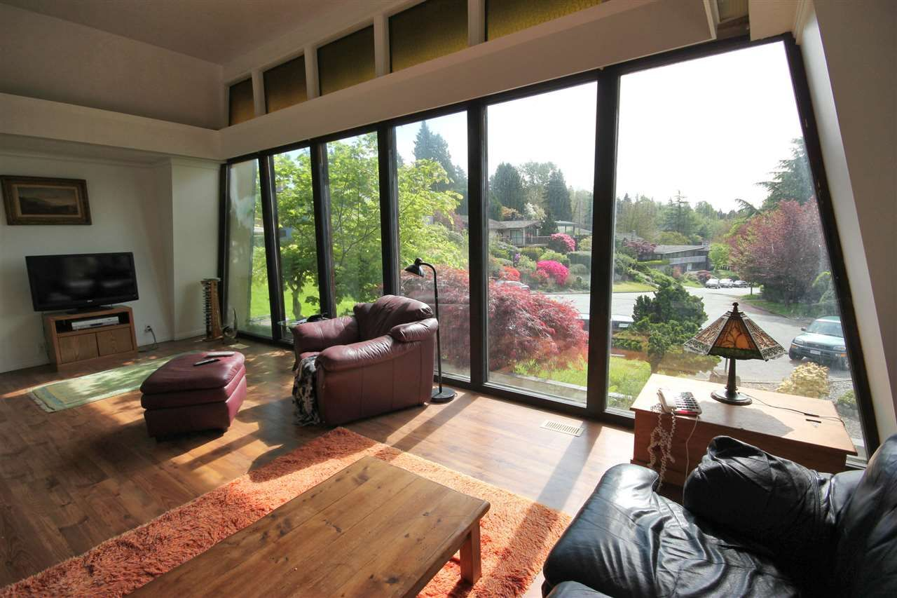 Photo 13: Photos: 4807 PATRICK PLACE in Burnaby: South Slope House for sale (Burnaby South)