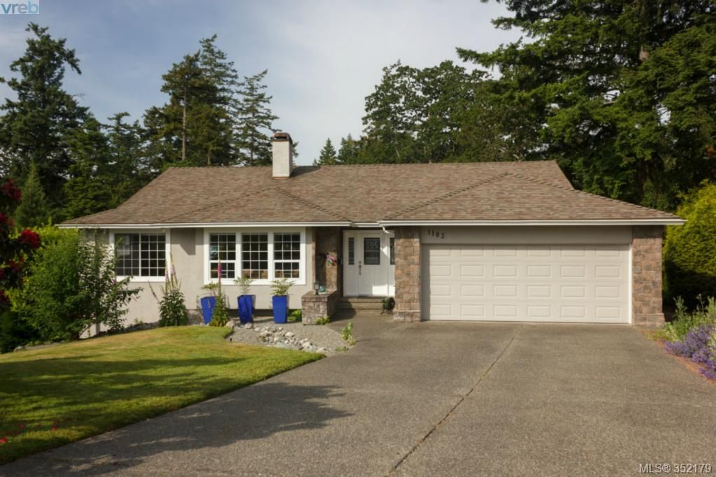 Main Photo: 1103 Praisewood Terr in VICTORIA: SE Broadmead House for sale (Saanich East)  : MLS®# 703930