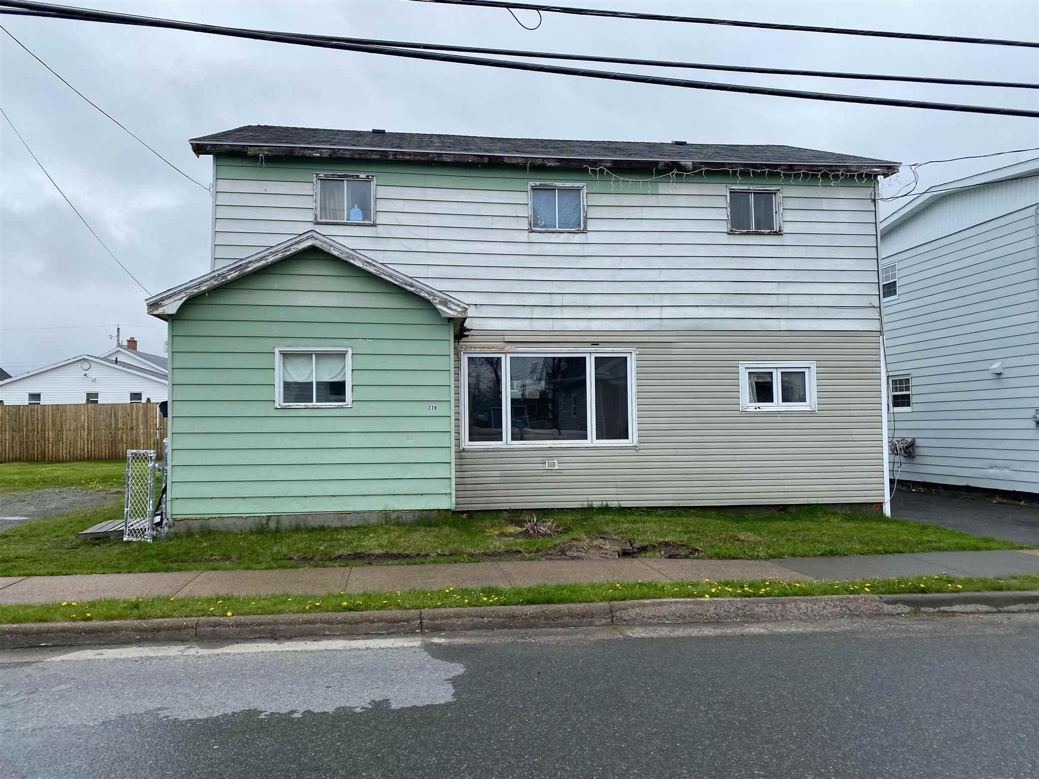 Main Photo: 228 Henry Street in Sydney: 201-Sydney Residential for sale (Cape Breton)  : MLS®# 202112483