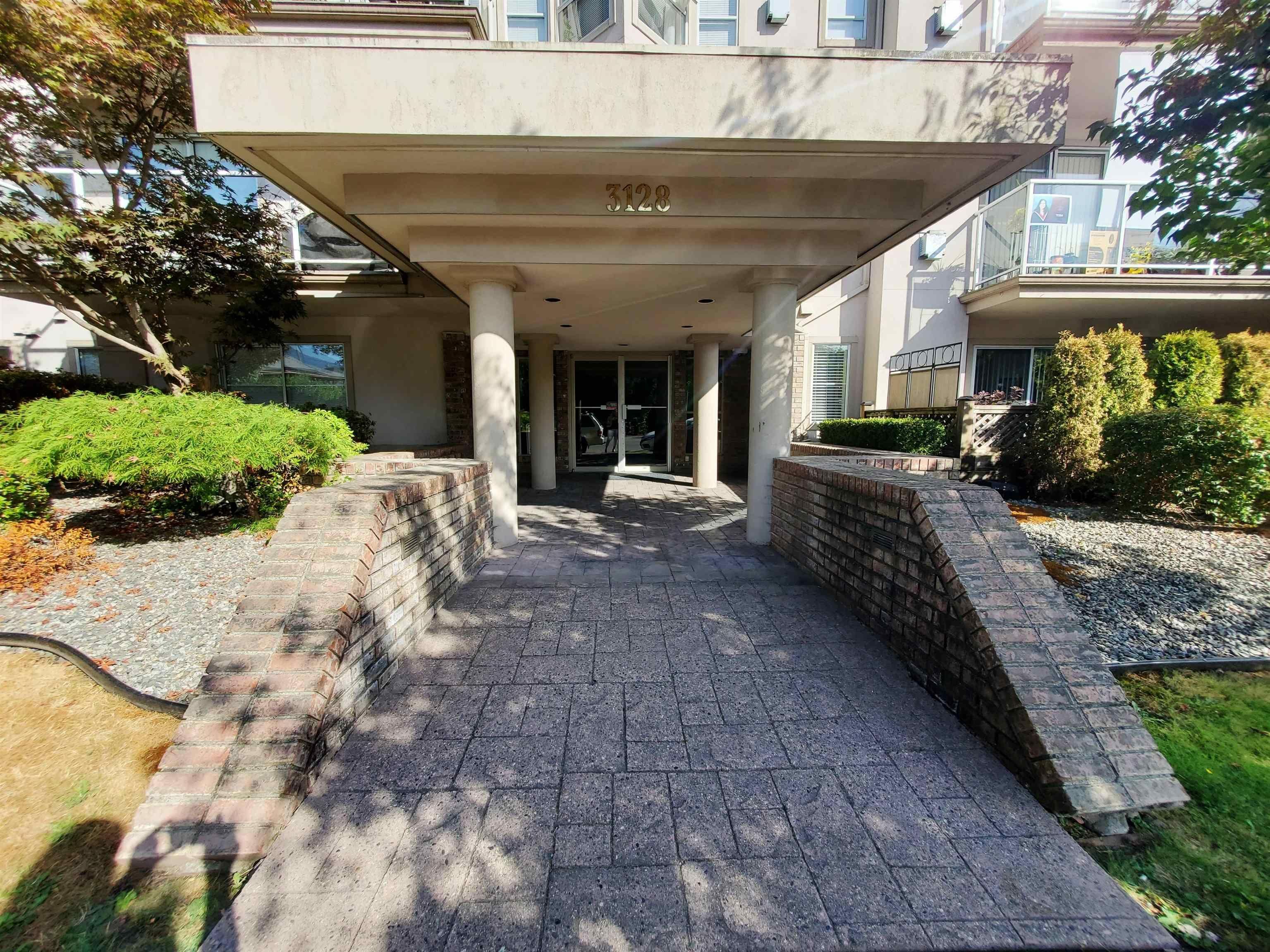 Main Photo: 108 3128 FLINT STREET in Port Coquitlam: Glenwood PQ Condo for sale : MLS®# R2608768