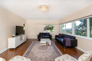 Photo 3: 1010 CHAMBERLAIN Drive in North Vancouver: Lynn Valley House for sale : MLS®# R2554208